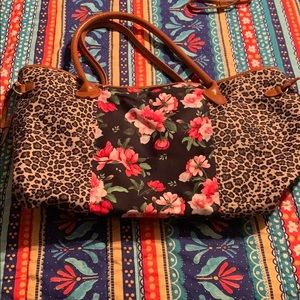 Tote handbag with cheetah and floral in the middle